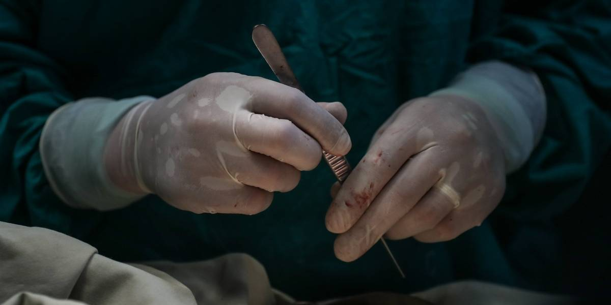 ¡Insólito! Médico confunde útero de mujer con la placenta y se lo arranca