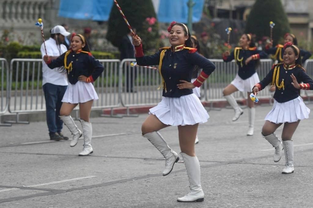 Las batonistas también participan en el desfile de bandas por el 15 de septiembre. Foto: Omar Solís