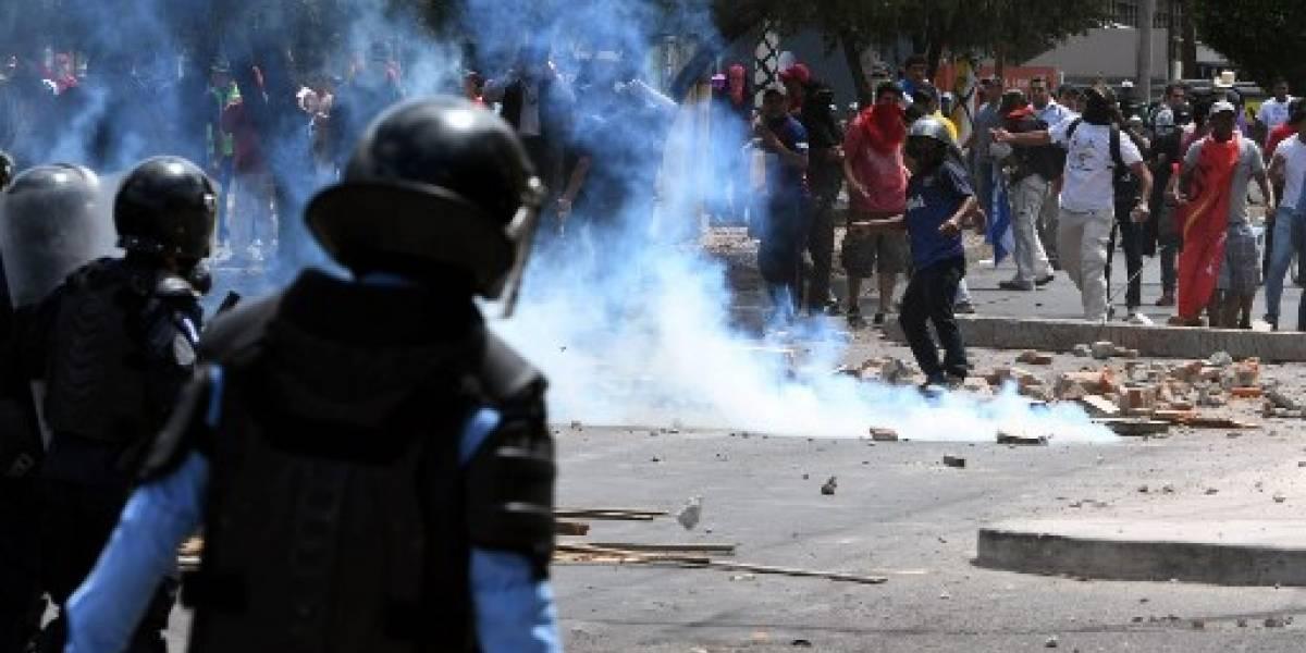 Policías reprimen en Honduras manifestación opositora