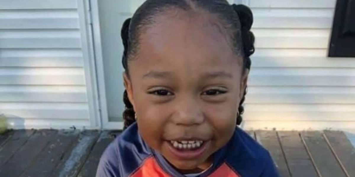 """""""O le cortan el pelo o lo visten como niña"""": mujer acusa discriminación de colegio por el cabello de su nieto de 4 años"""