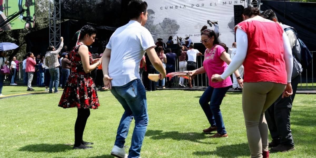 Con cumbia, celebran el Grito de Independencia en Los Pinos