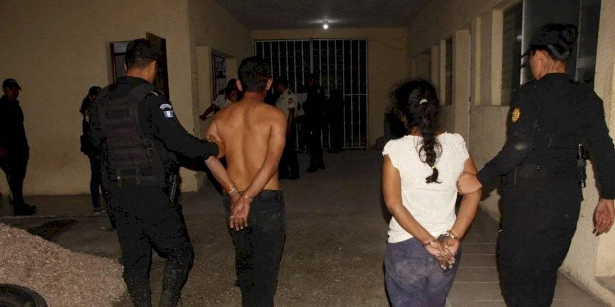 Con una piocha, atacan a agente de la Policía en Petén