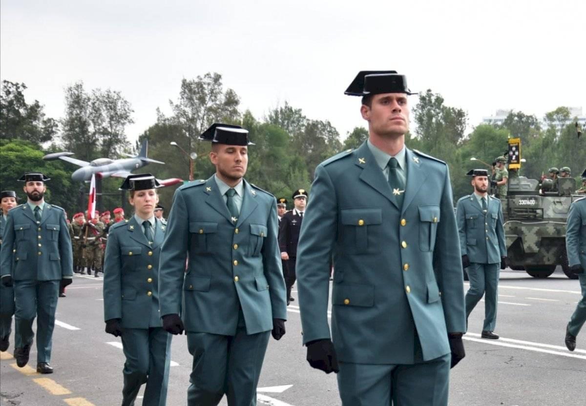 Contingentes extranjeros desfile