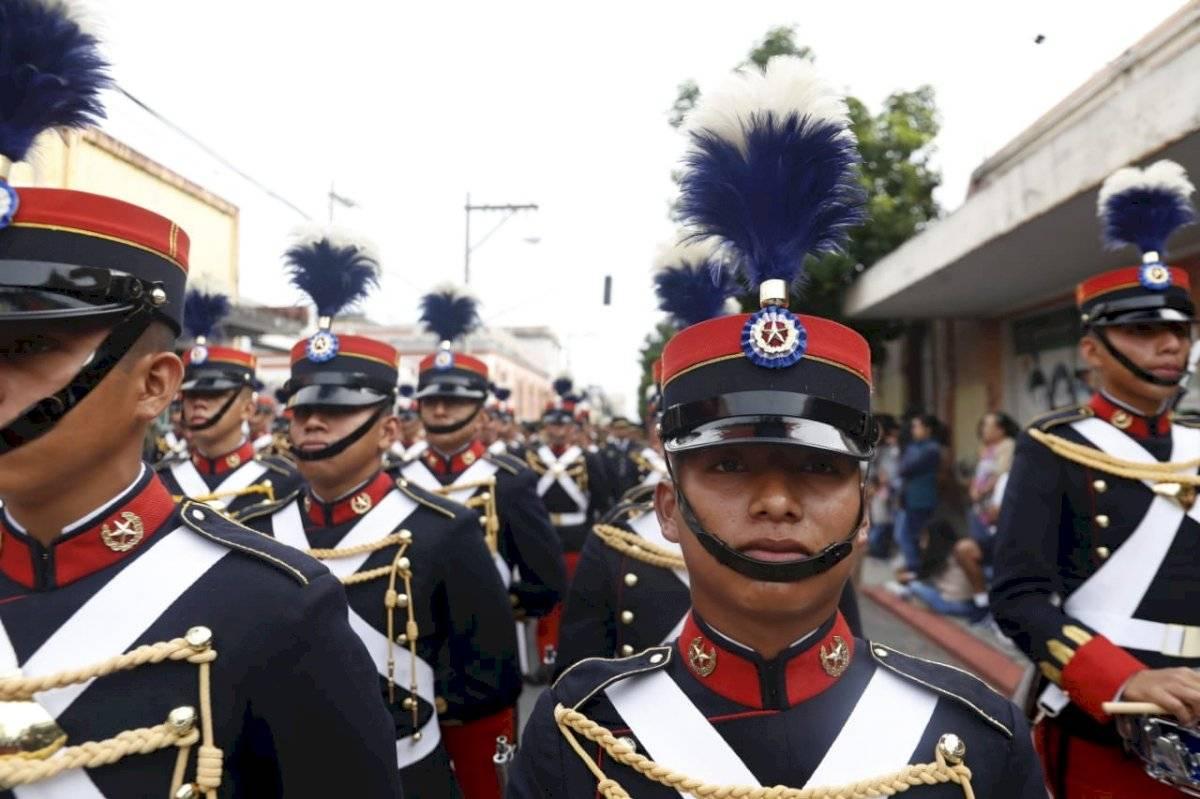 La Escuela Politécnica inició el desfile por el Día de la independencia. Foto: Omar Solís