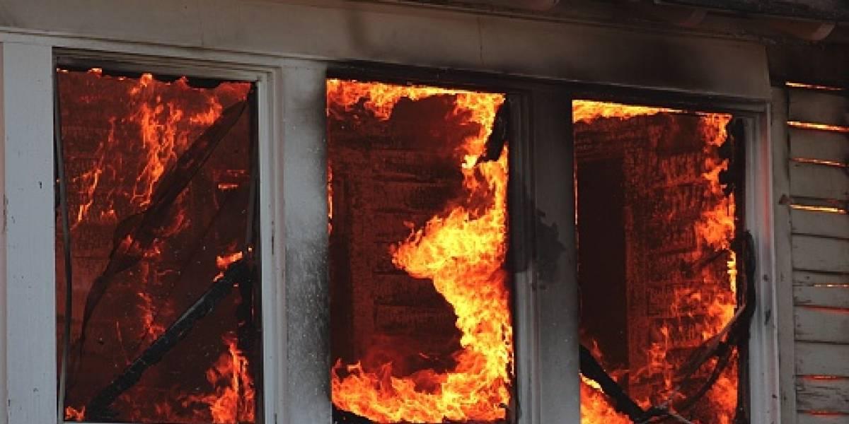 """""""Mostró una valentía increíble"""": niño de 6 años muere por las quemaduras tras salvar a su abuelo de incendio"""
