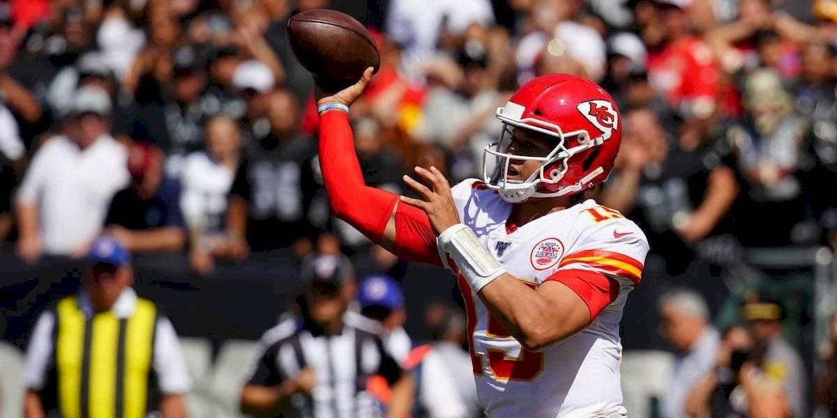 Un inspirado Patrick Mahomes lidera a los Chiefs a su segundo triunfo de la temporada