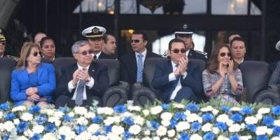 Esposa del Presidente y su vestido de tela típica.