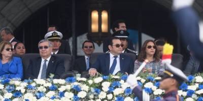 La Primera Dama, Patricia de Morales vistió un vestido elaborado con tela típica.