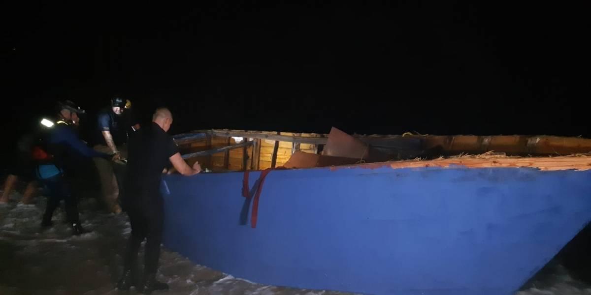 Detienen a 14 indocumentados dominicanos cerca de playa en Aguadilla