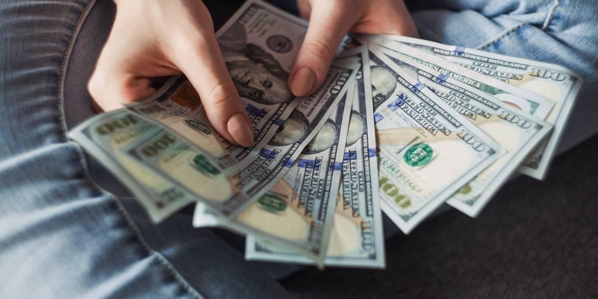 Dólar fecha 2019 com alta de 3,5%