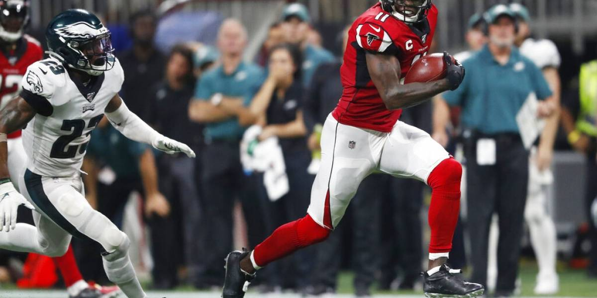 Falcons derrotan a los Eagles tras 'touchdown' tardía de Jones