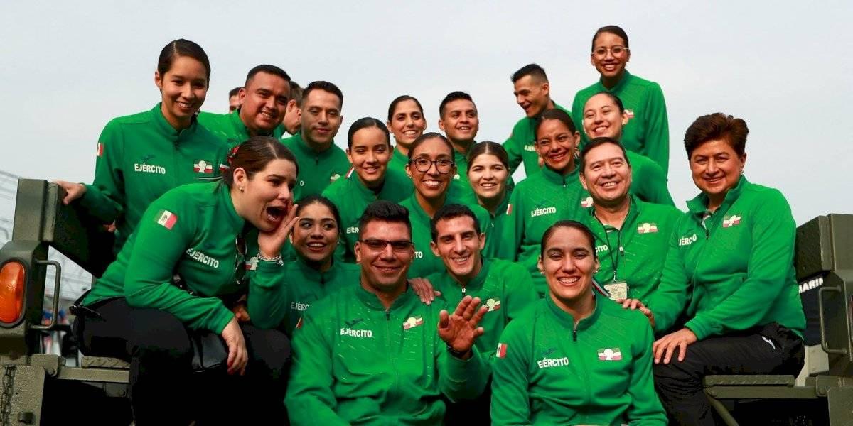 Atletas mexicanos participaron en el desfile militar del 16 de septiembre