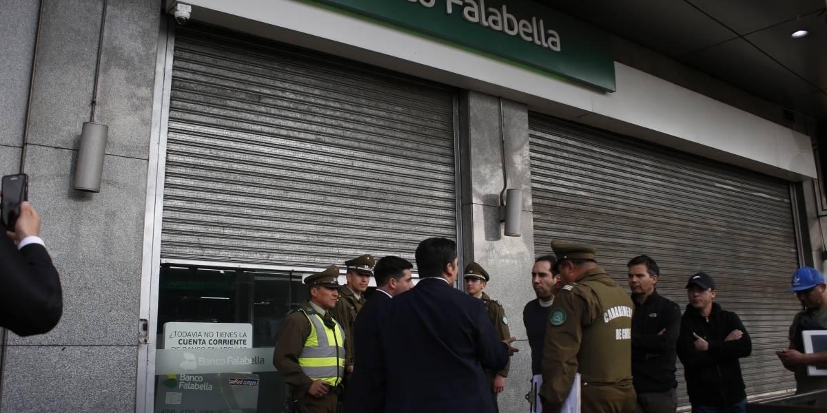 Intento de robo a través de túnel obligó a evacuar Mall Plaza Alameda