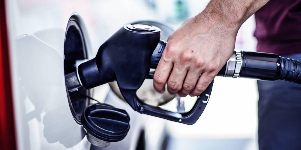 Detallistas de gasolina de la Isla alertas ante alza en el mercado