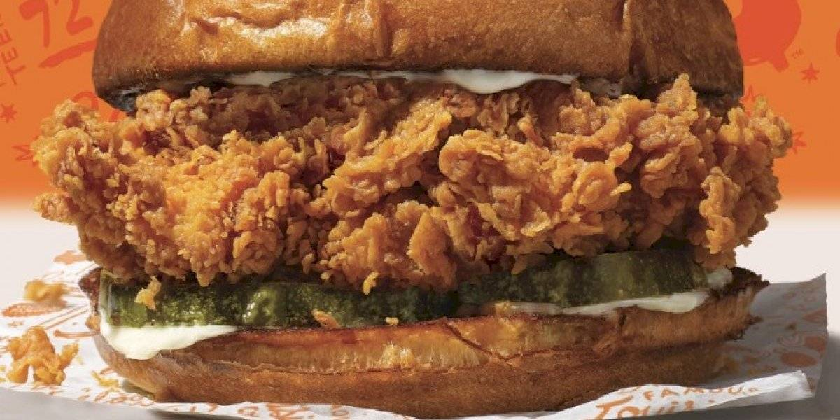 Nuevo sándwich de pollo de Popeyes causa euforia en Estados Unidos