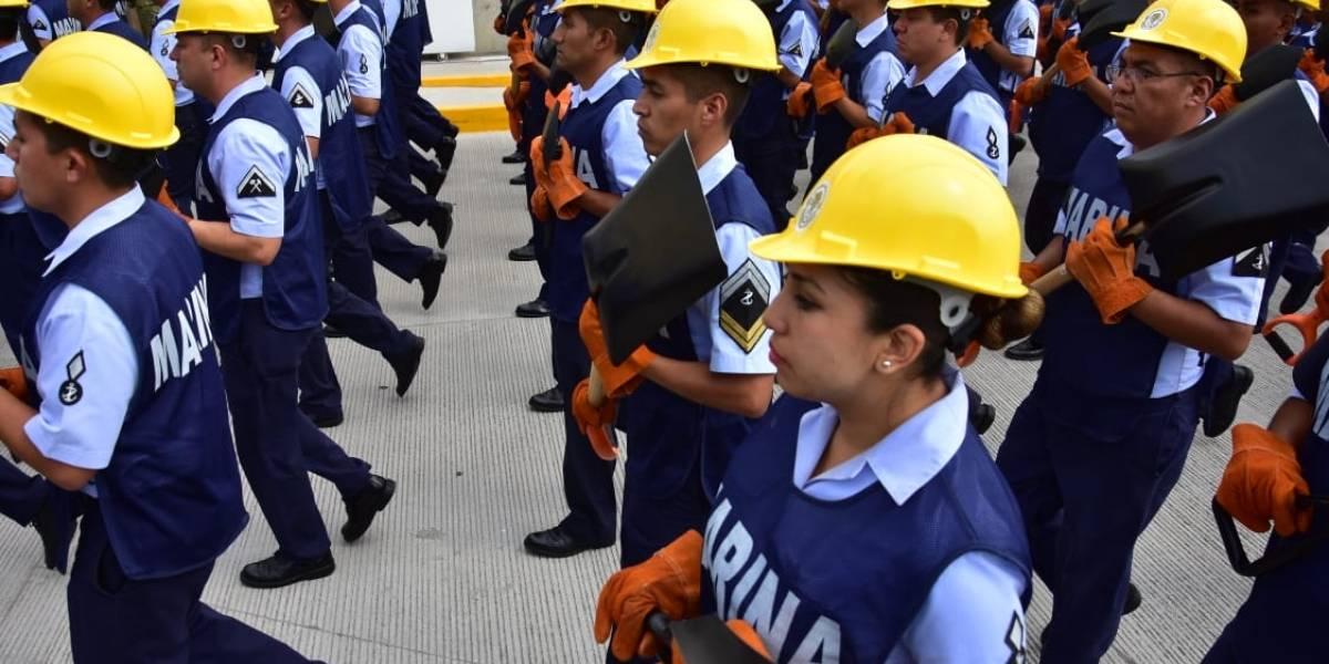 Marina llega al desfile con equipo de rescate, Guardia Costera y sargaceras