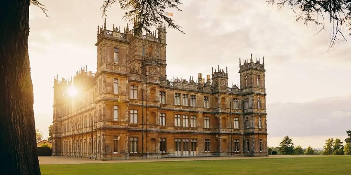 """Serán recibidos por los condes y """"tratados como reyes"""": castillo de """"Downton Abbey"""" se puede reservar a través de Airbnb"""