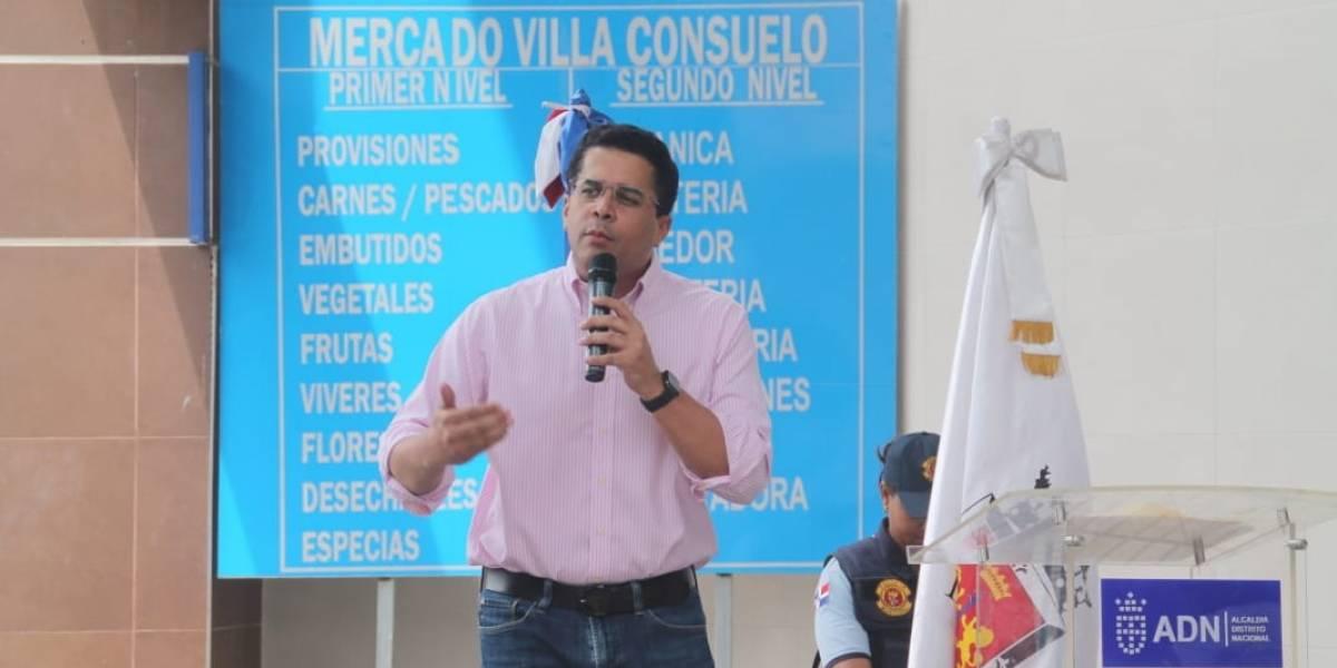 David Collado inaugura remodelado de Mercado Villa Consuelo