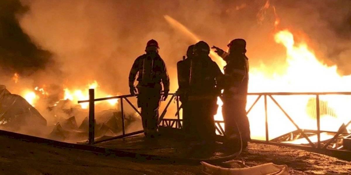 Bomberos controlaron incendio estructural en el norte de Quito