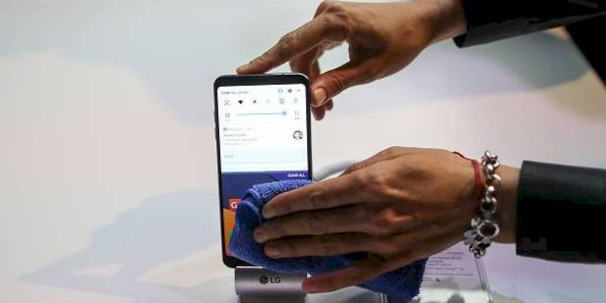 La correcta manera de limpiar la pantalla de tu celular