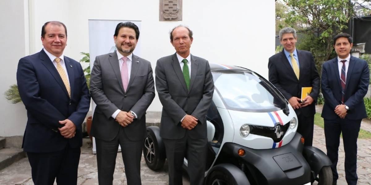 Renault brindó una conferencia sobre 'Movilidad Urbana y Sostenible' junto a su vehículo 100% eléctrico Twizy