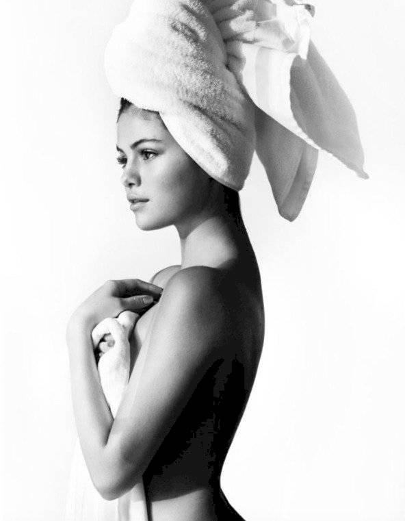 Selena Gomez ducha