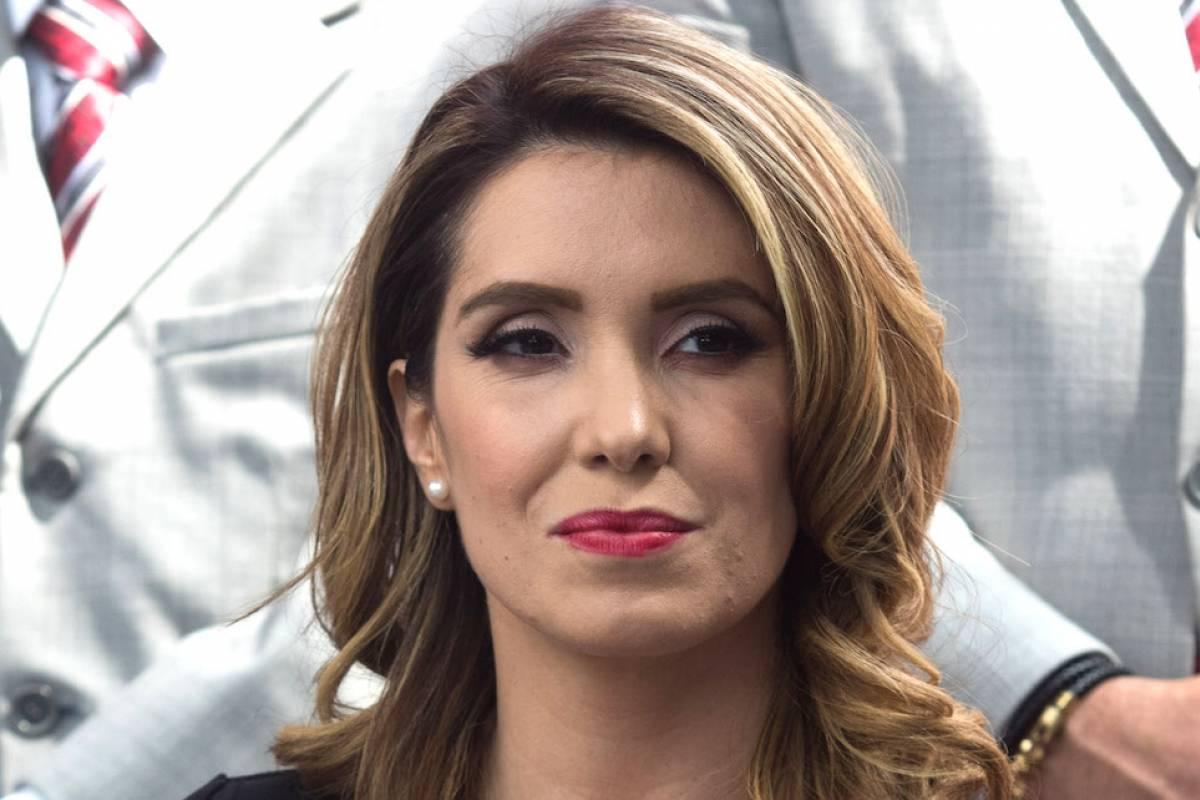 Andrea Legarreta Cojiendo andrea escalona muestra sin querer los senos en programa hoy