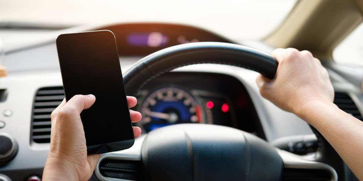 Quito: Operativos por llevar el celular en la mano cuando manejas, ¿cuál es la multa?