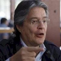 """Guillermo Lasso: """"Renuncio al dinero (de promoción electoral) que debe ir a pagar sueldos"""""""