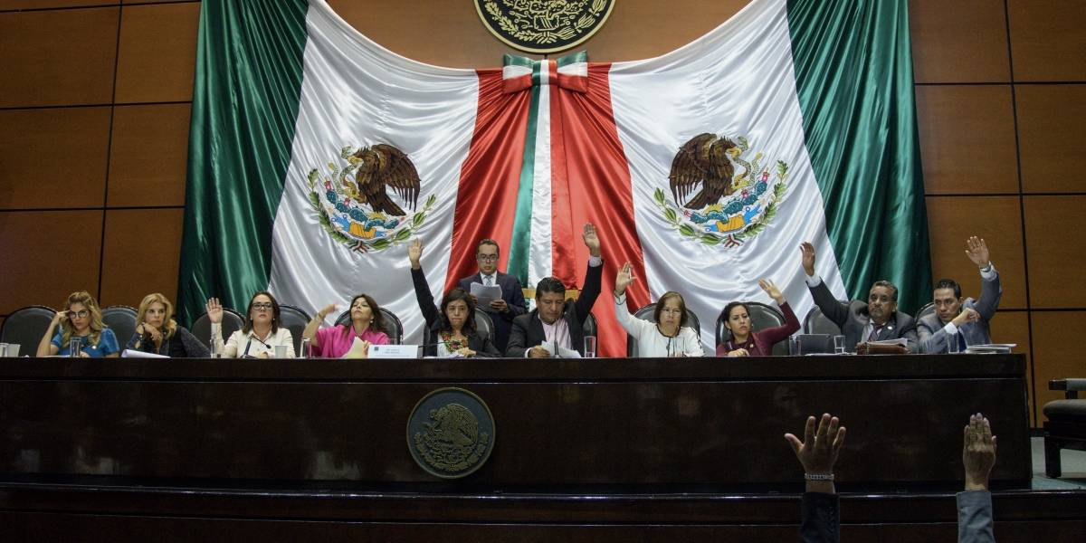 Avalan leyes secundarias de Reforma Educativa con acuerdo AMLO-CNTE