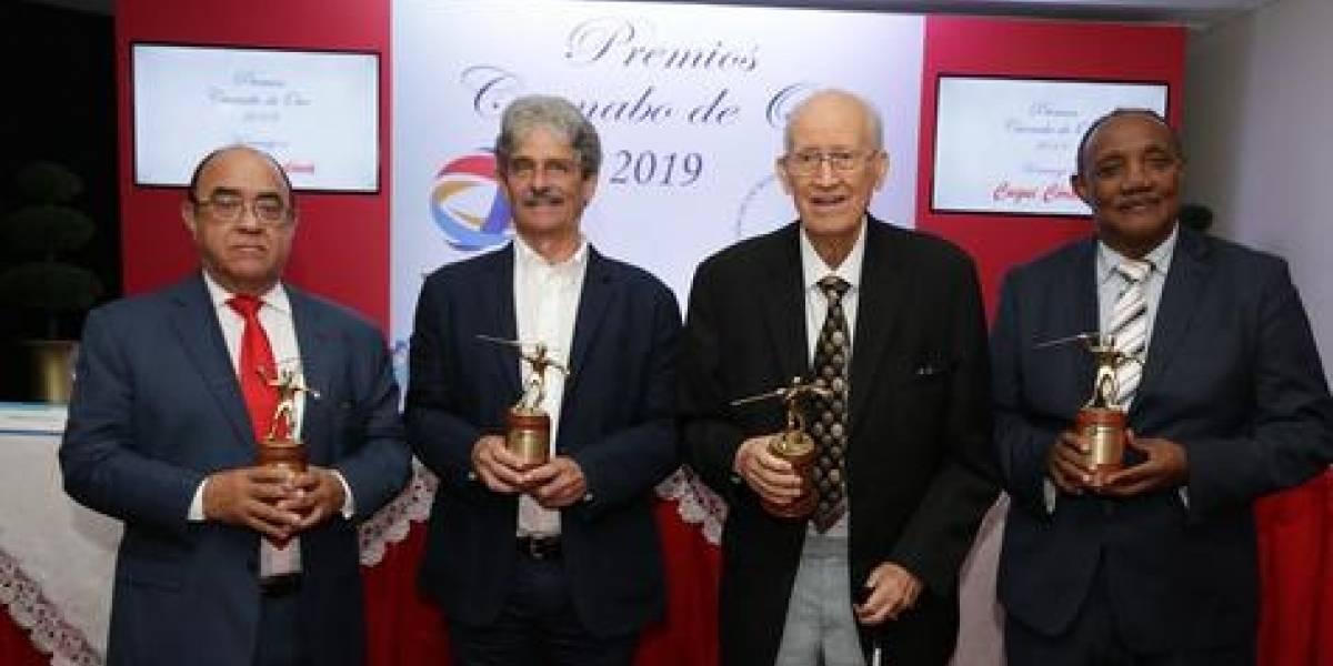 """Entregan """"Caonabo de Oro"""" a Manuel Quiterio Cedeño, Jean Michel Caroit y Mateo Morrison"""