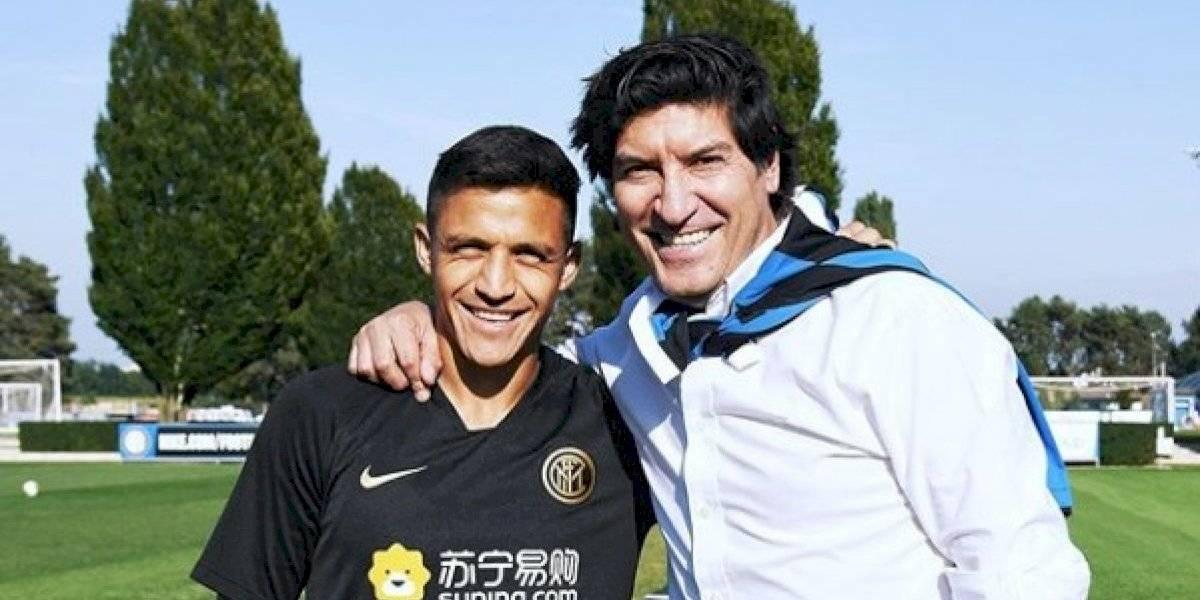 Encuentro de goleadores: Zamorano visitó a Alexis en Milán y posaron con la camiseta del Inter