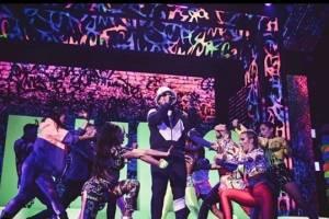 Bailarina de Karol G con Daddy Yankee