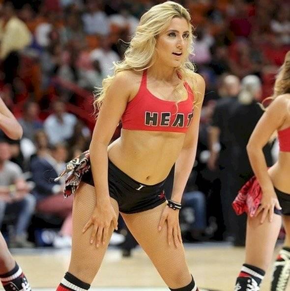 Bailarina de Karol G en Miami Heat Instagram