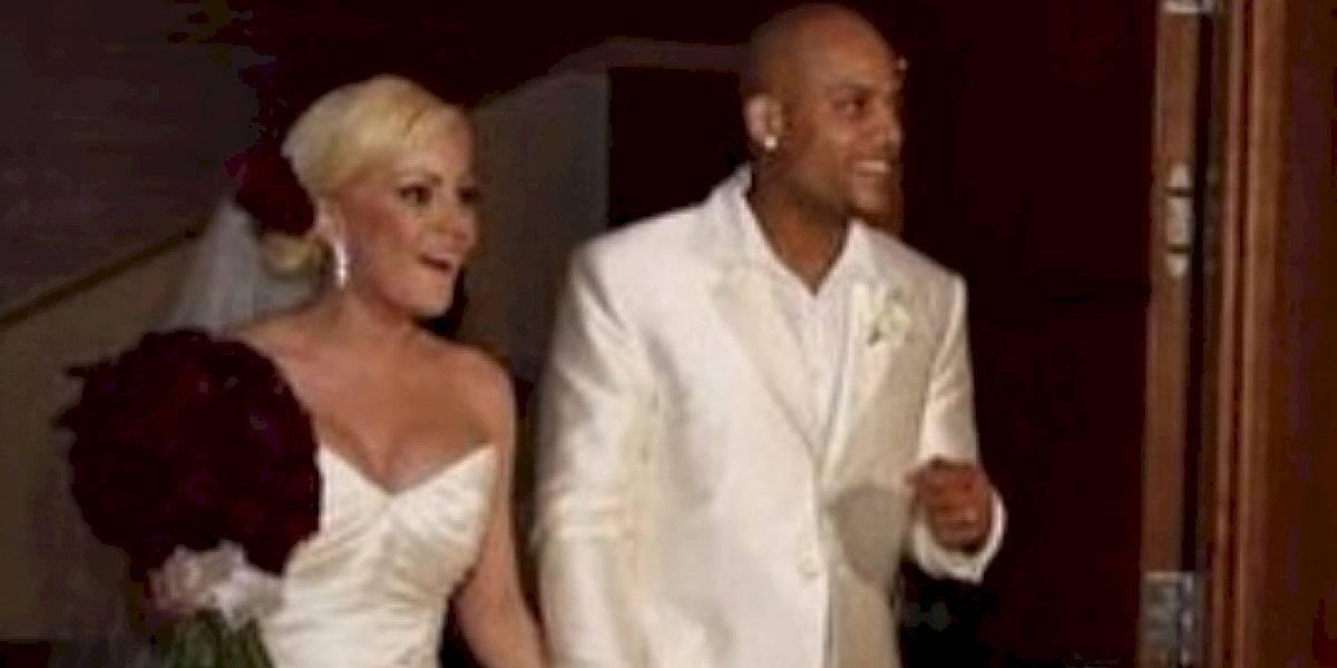 Larry Ayuso felicita a La Burbu en el aniversario de su matrimonio