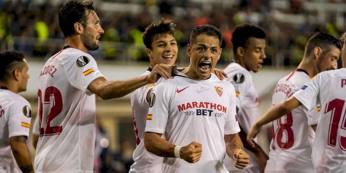 Chicharito se estrena con el Sevilla con golazo de tiro libre