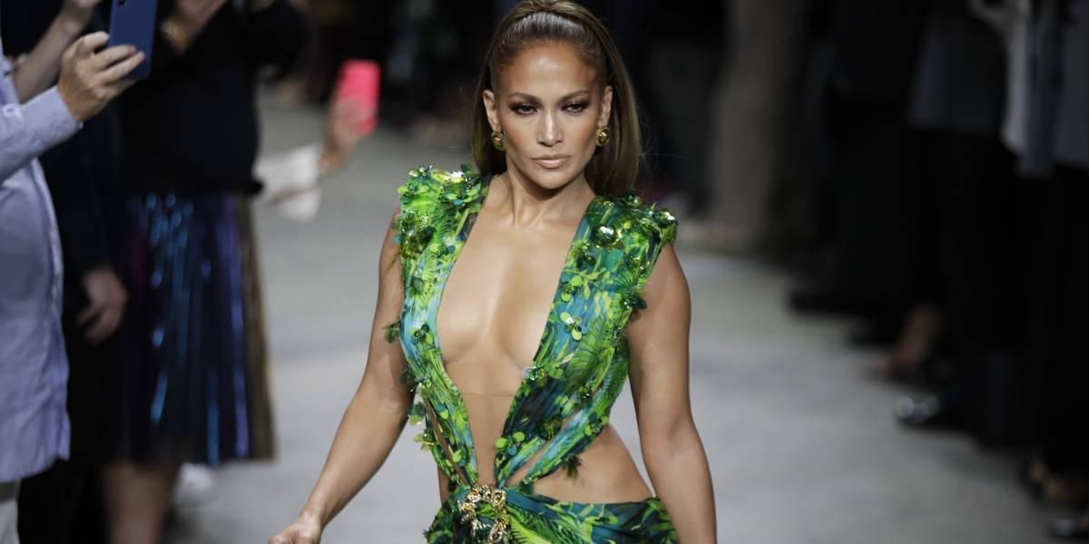 JLo revive famoso vestido que utilizó hace 20 años y sorprende al lucirlo mejor que antes