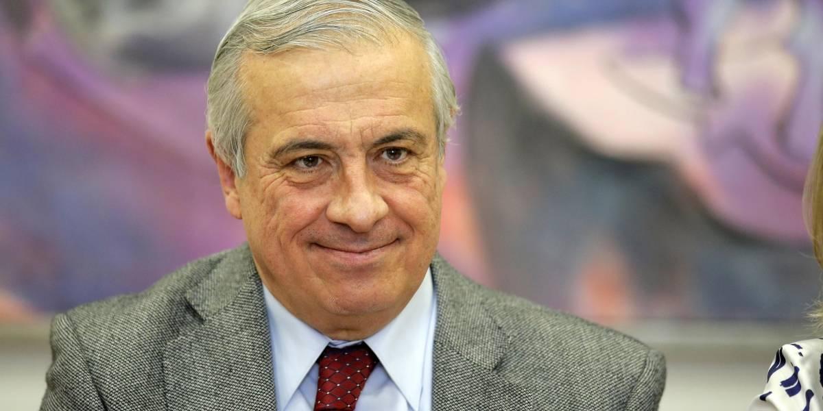 """""""Elegir"""": el polémico y criticado tuit del ministro Mañalich sobre las vacunas"""