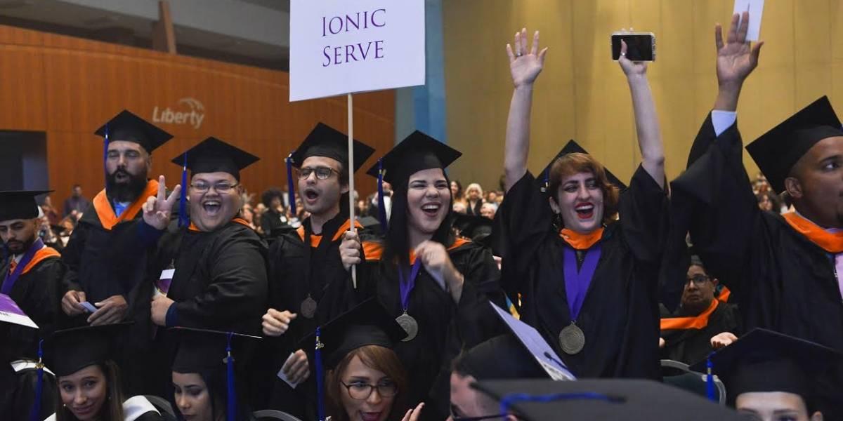 Cientos de estudiantes se gradúan de Ciencias del Arte, Tecnología e Innovación