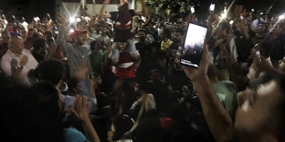 Inusual protesta en El Cairo pide la renuncia del presidente de Egipto