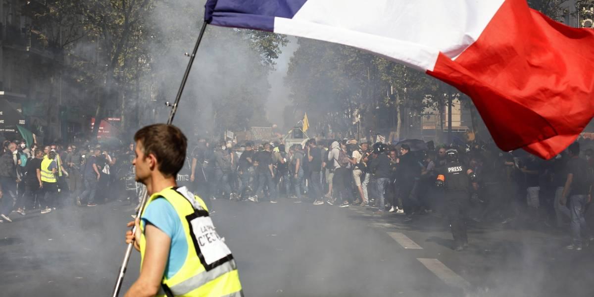 """Nueva protesta de los """"Chalecos amarillos"""" deja más de 150 detenidos en París"""