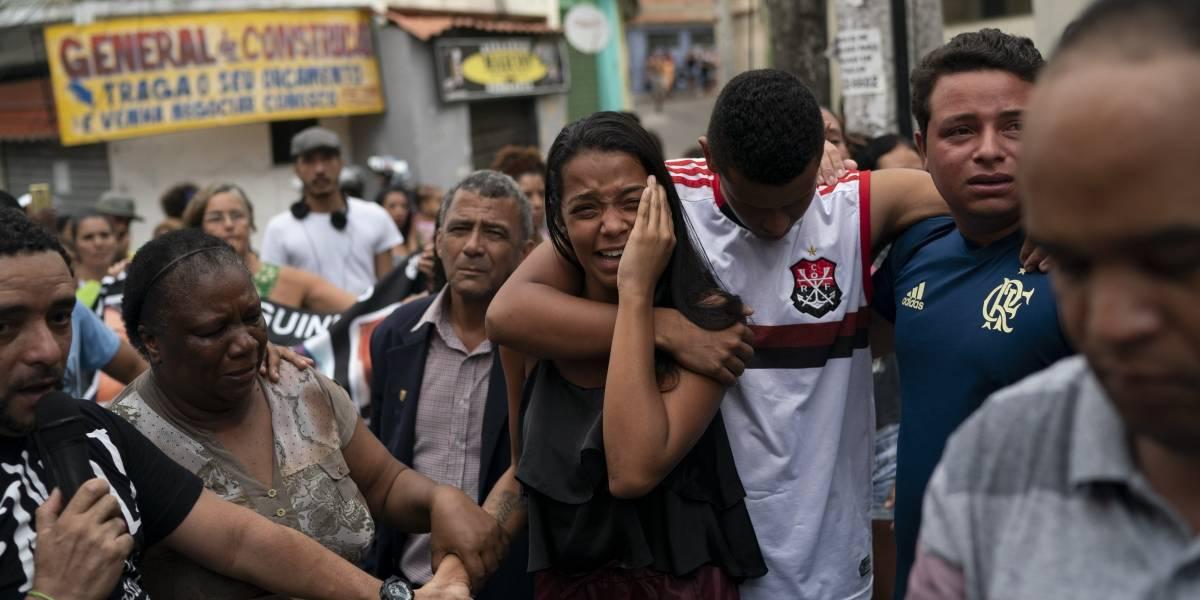 Muerte de niña de 8 años en tiroteo genera indignación en favela de Río de Janeiro
