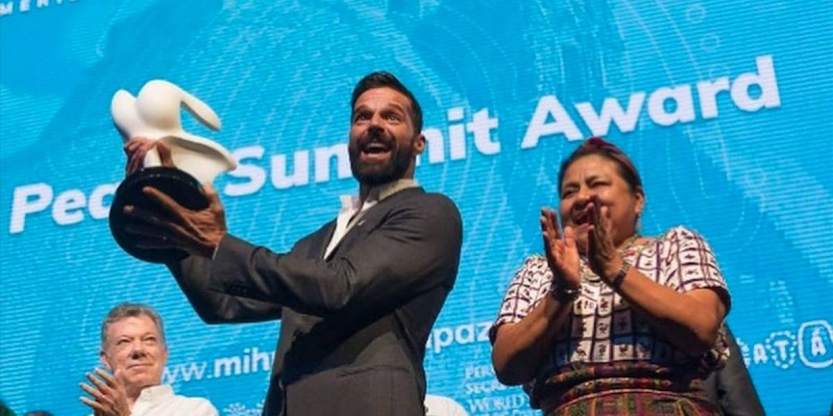 VIDEO. Rigoberta Menchú entrega Peace Summit Award a Ricky Martin