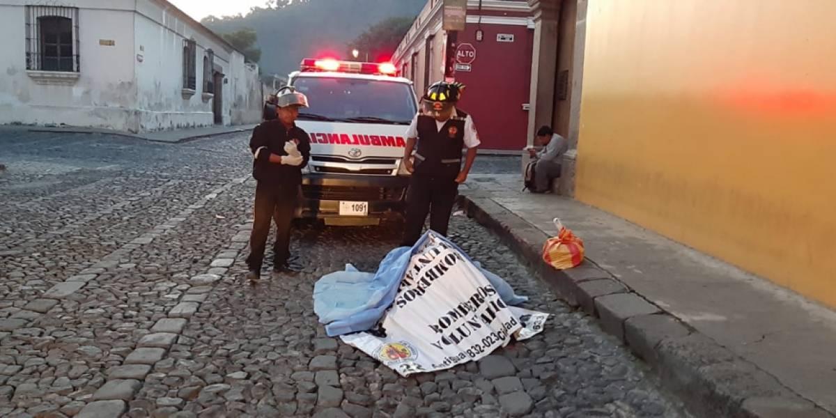 VIDEO. Hallan a persona fallecida con herida en el cráneo en La Antigua Guatemala