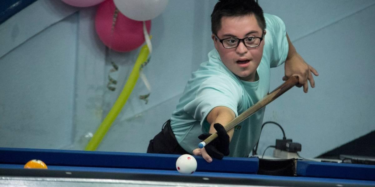 FOTOS. Personas con síndrome de Down participan en torneo de billar