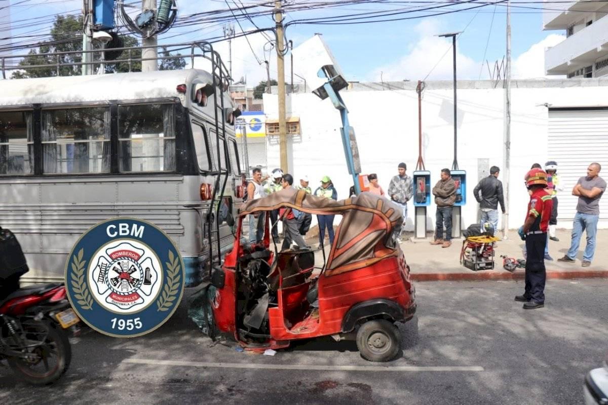 Accidente de tránsito en la zona 18. Foto: Bomberos Municipales