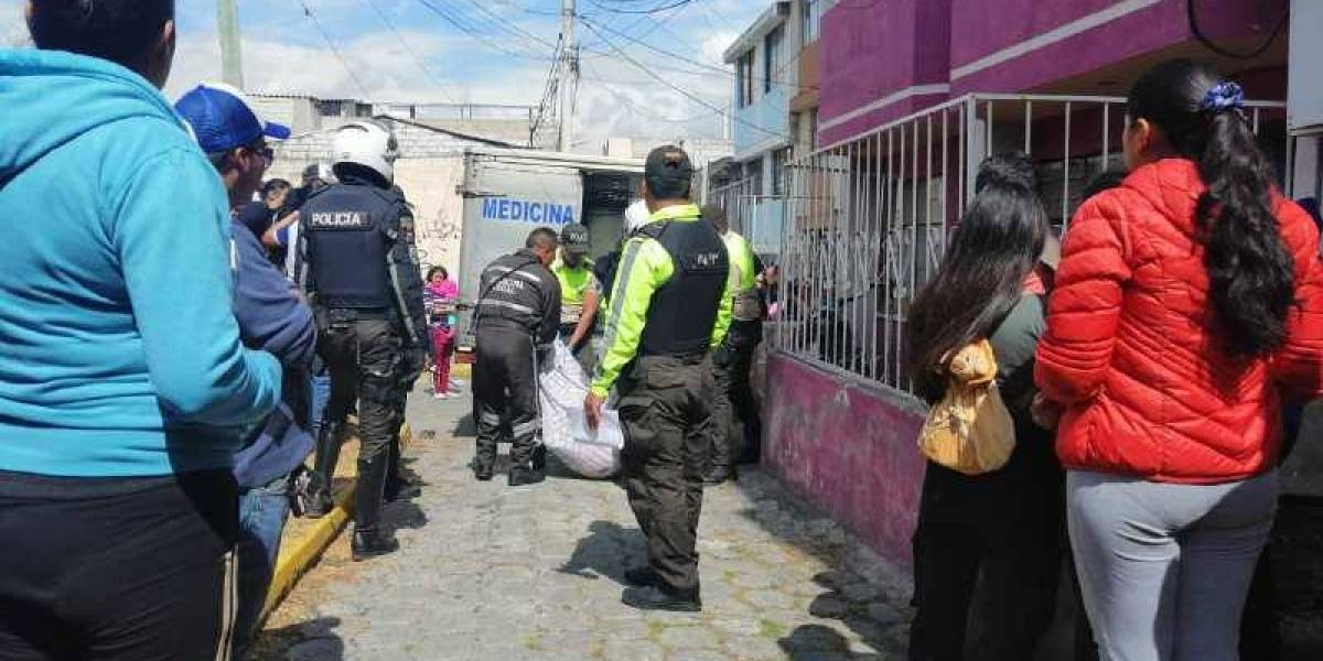 Quito: Una pareja murió al caer desde una terraza en Carapungo