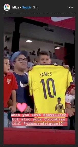 Hincha del Sevilla con camiseta de James Rodríguez
