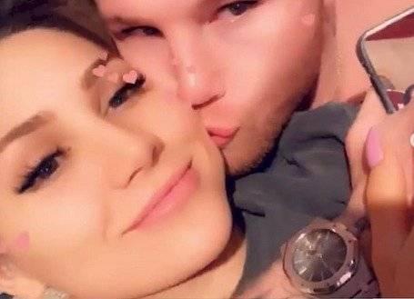 Canelo con su novia