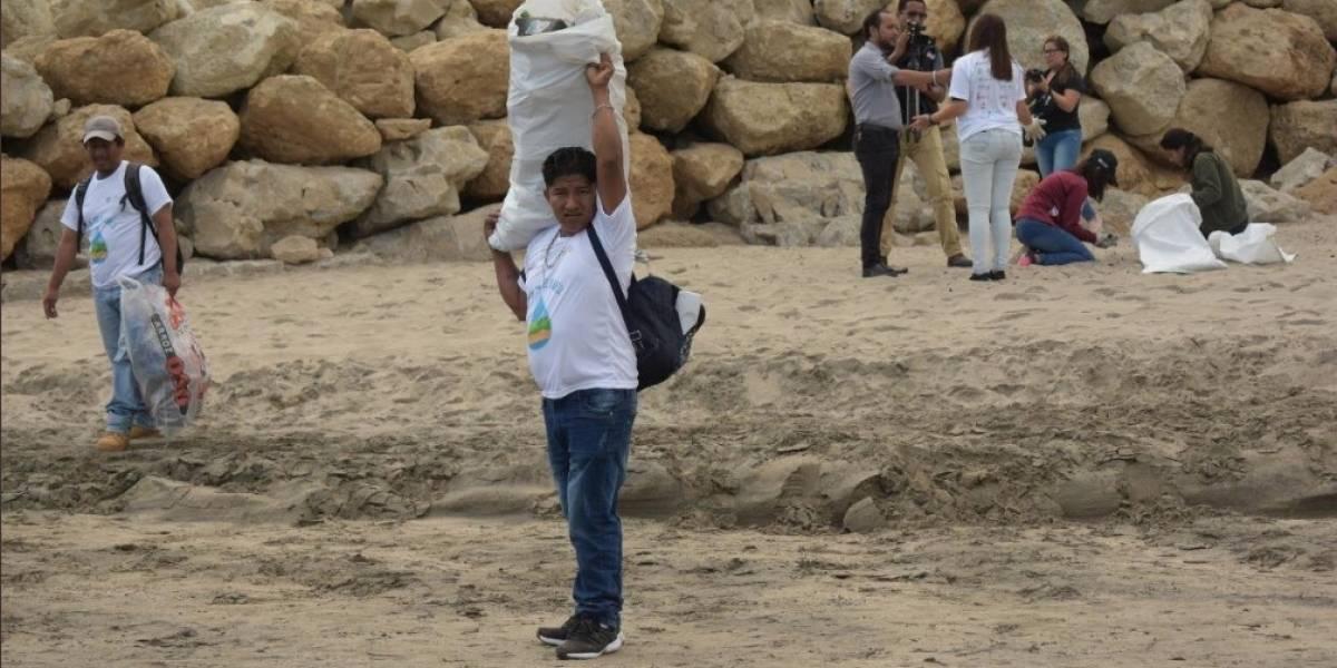 Recogieron 122 toneladas de basura durante el Día de limpieza de playas y ríos de Ecuador